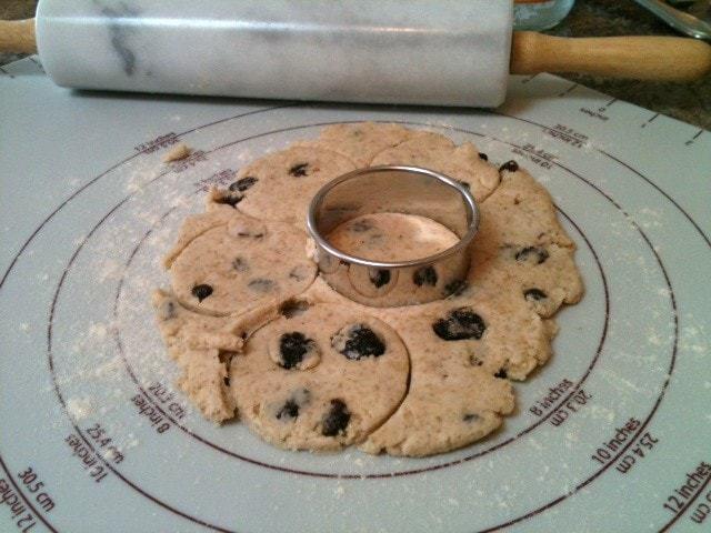 Mom's Raisin Griddle Cookies (gluten free, vegan) - @TheFitCookie #recipe #glutenfree