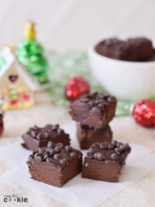 Create some Christmas memories with this allergy-friendly Dark Chocolate SunButter Fudge! It's no-cook, dairy free, and super easy to make - @TheFitCookie #dairyfree #chocolate #grainfree
