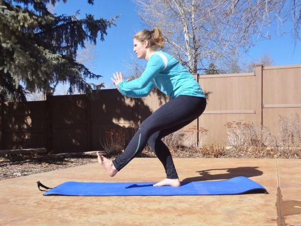 Single leg squat: 30-Minute Abs and Glutes Workout - TheFitCookie.com #workout #fitness