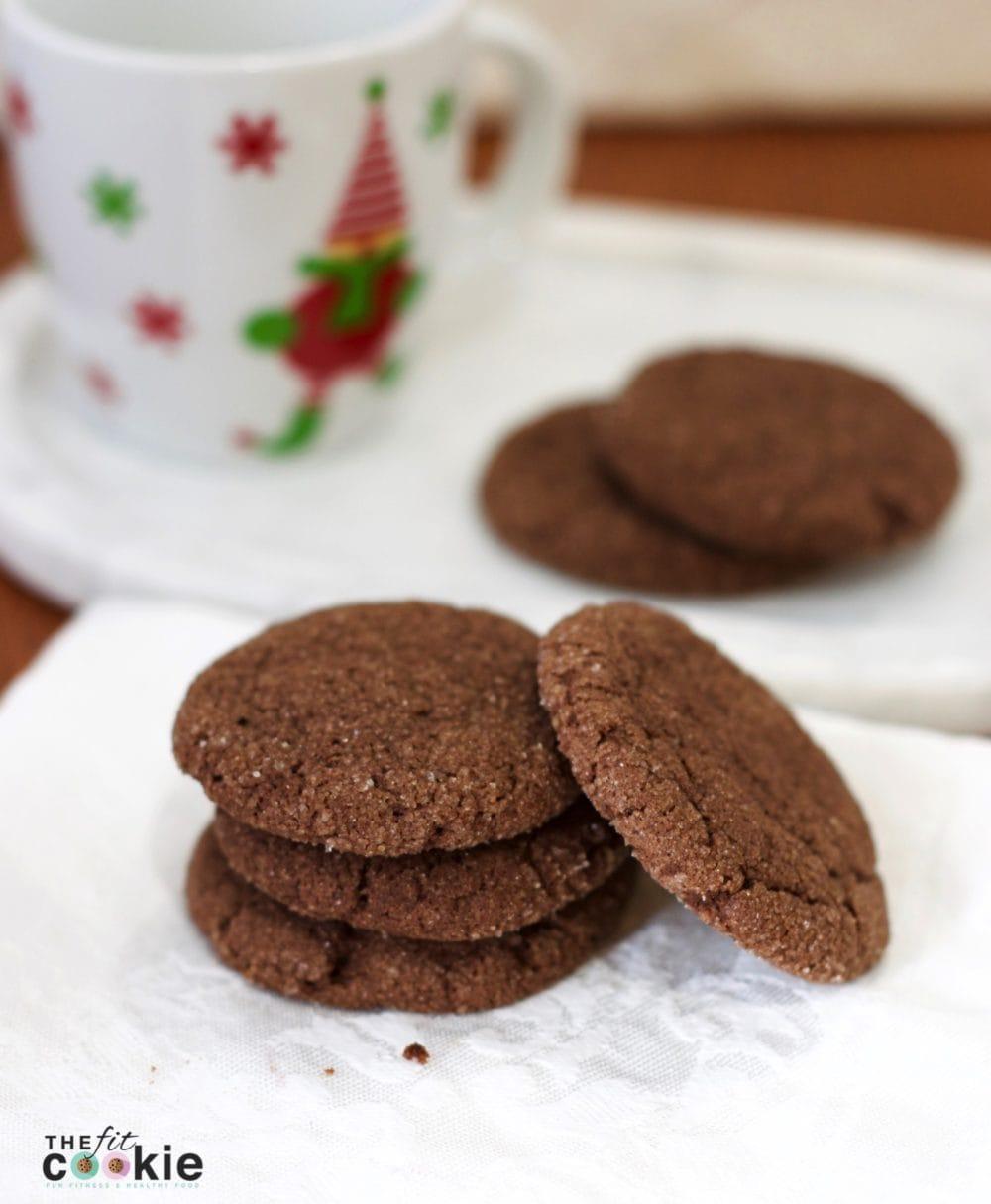 Chocolate No-Chill Vegan Sugar Cookies: quick and easy to make - #recipe #vegan @thefitcookie