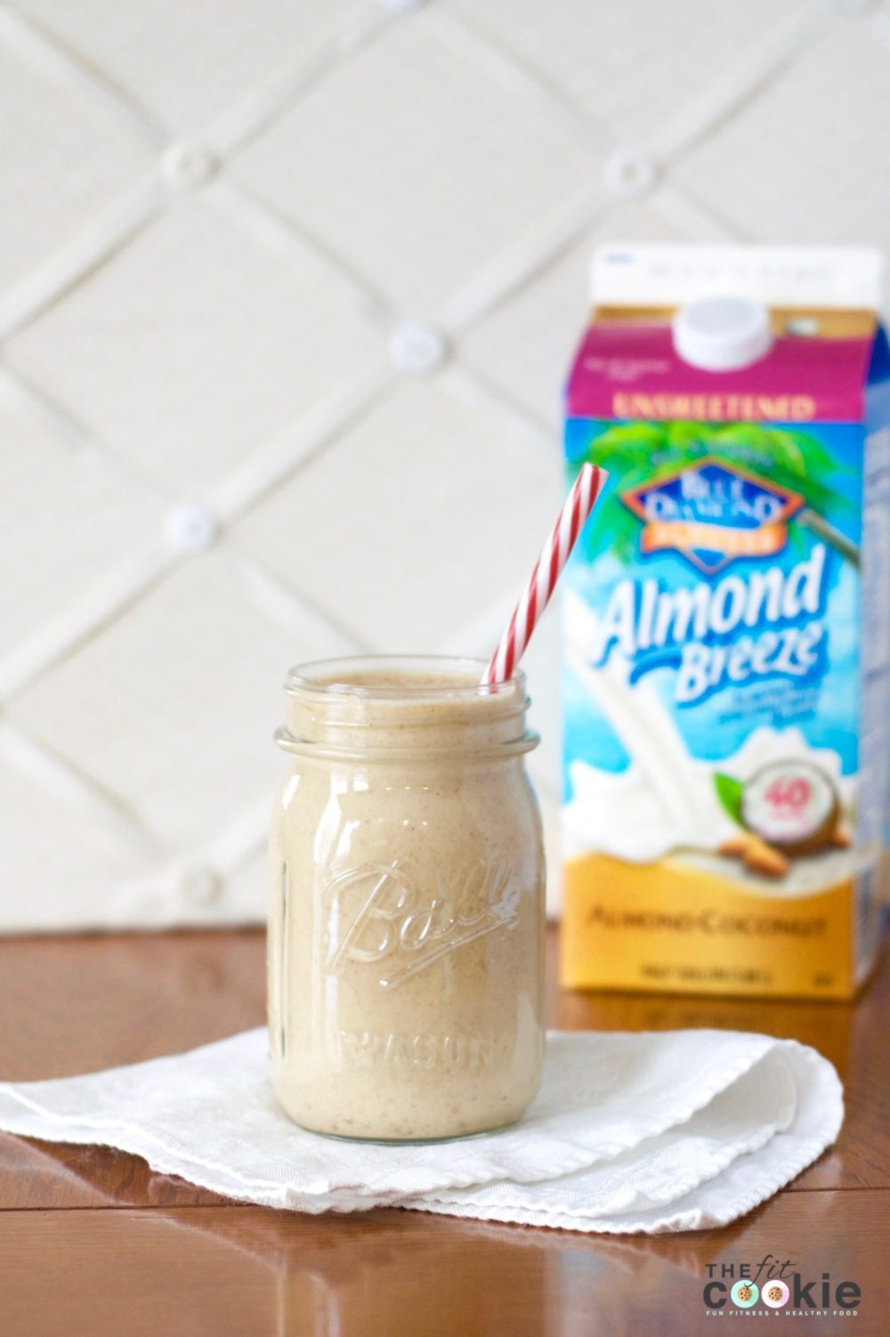 Creamy and delicious, you'll never know that this Eggnog Protein Shake is #healthy and #vegan! @thefitcookie #glutenfree #smoothie