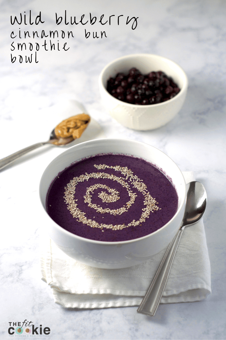 Wild Blueberry Cinnamon Bun Smoothie Bowl - #AD @thefitcookie @wildblueberries #smoothie #recipe #glutenfree