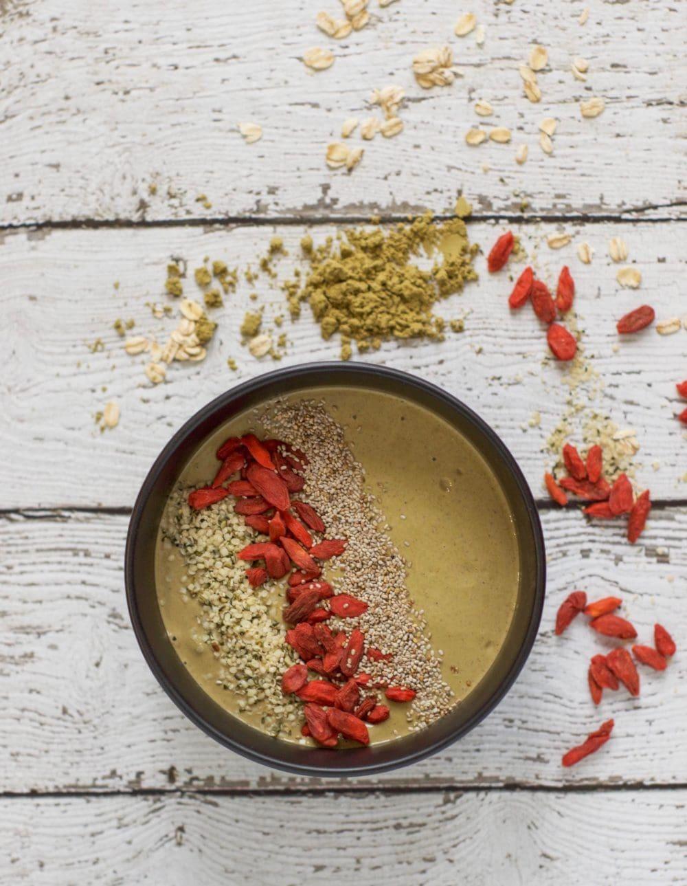 Vanilla Chai Hemp Smoothie Bowl (& #giveaway!) - #ad @manitobaharvest #hempproteinsmoothie #vegan