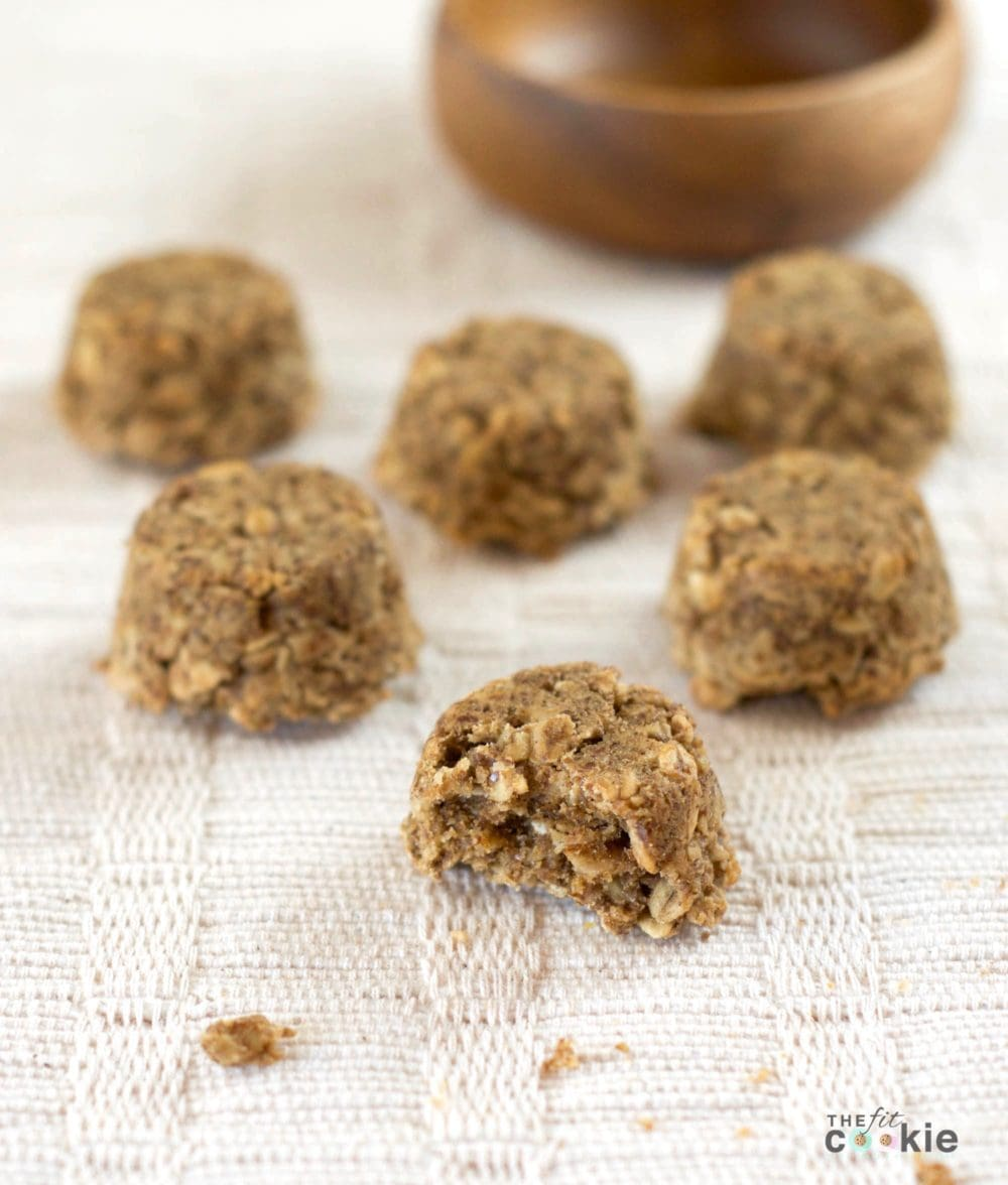 These gluten free oat bites are the perfect post-workout snack! They are portable, bite-sized, vegan, and filled with simple and complex carbohydrates for refueling. Just like a bite-sized granola bar!- @TheFitCookie #recipe #vegan #glutenfree