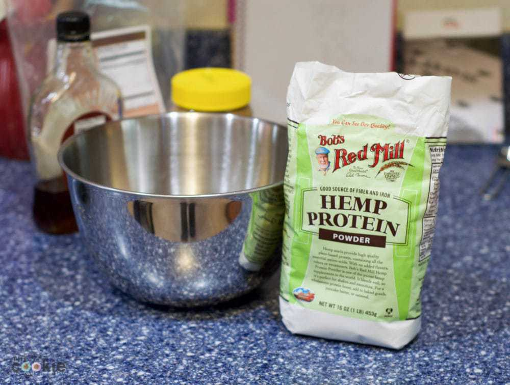 Easy to make and portable protein: Espresso Hemp Bites, #glutenfree and #vegan! - @thefitcookie #ad @BobsRedMill #SummerStrong #recipe #FuelYourAwesomeness #sweatpink