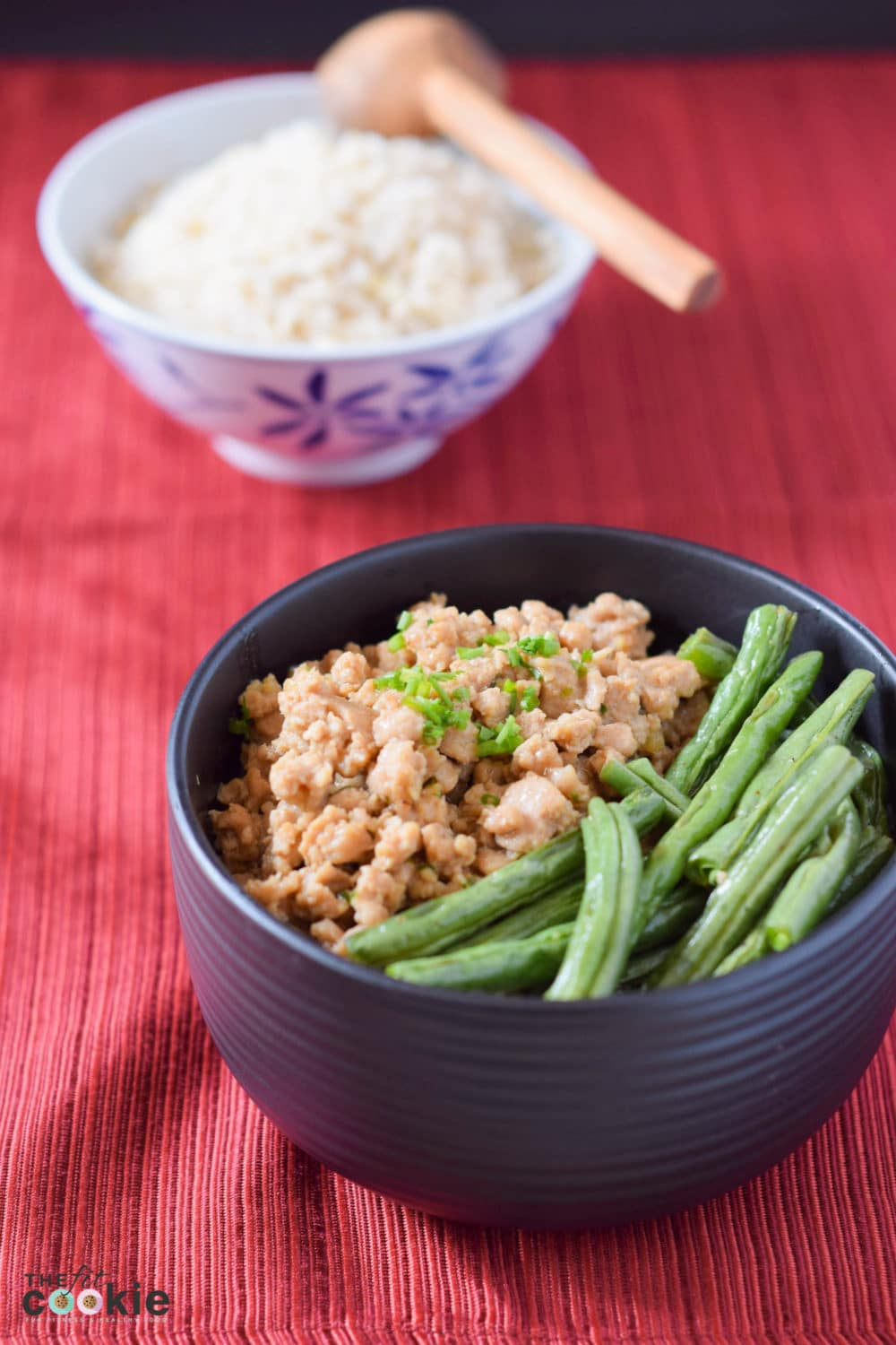 Quick and easy weeknight meal: Ginger Chicken & Rice Bowl (Gluten and Soy Free) - @TheFitCookie #recipe #glutenfree #soyfree #fitfluential