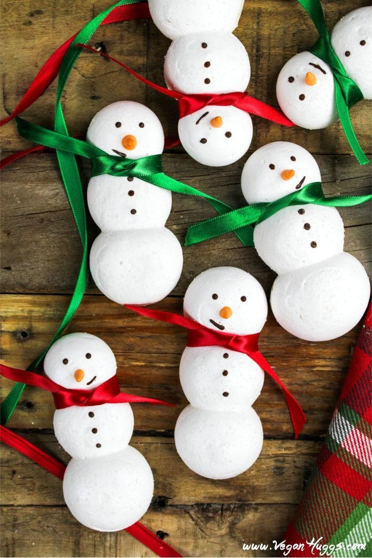 60 Gluten Free and Dairy Free Christmas Cookies: Snowmen Vegan Meringue Cookies by Vegan Huggs #vegan #glutenfree