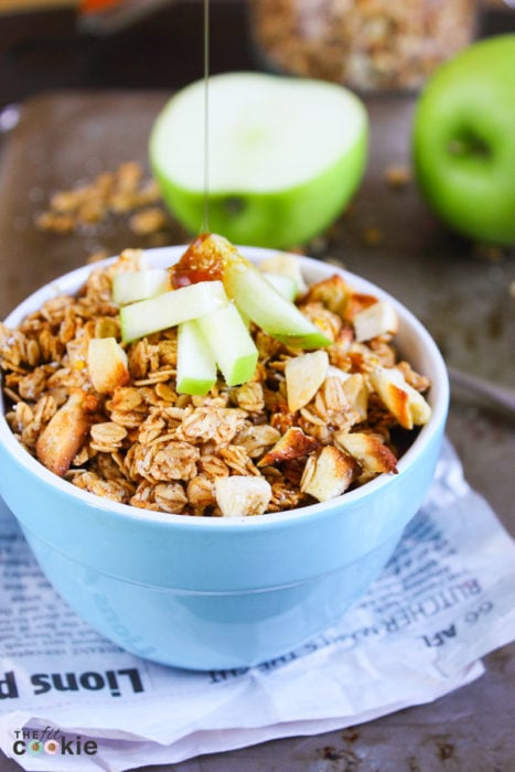 Gluten Free Apple Cinnamon Granola: crunchy, chewy and naturally sweet. This granola is perfect for breakfast or even a snack (plus it's vegan too)! - @TheFitCookie