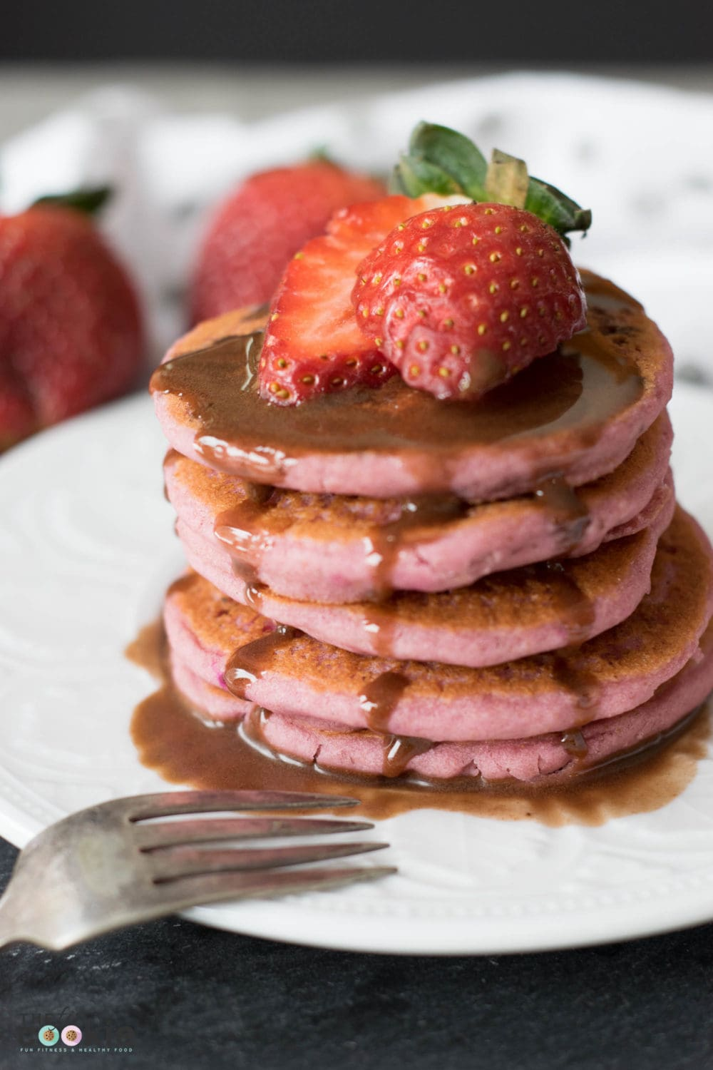 Strawberry Chocolate Pancakes naturally colored - no fake red dyes! (#GlutenFree & #Vegan) - @TheFitCookie #foodbloggenius