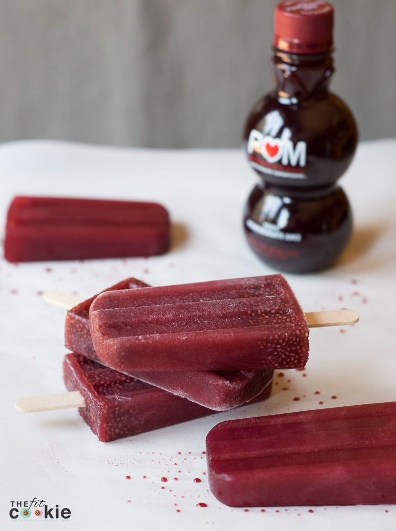 Looking for a new way to fuel your muscles after a workout? Make some Pomegranate Chia Popsicles with POM Wonderful® - they are full of antioxidants and potassium! #AD @TheFitCookie #CrazyHealthy #POMWonderful