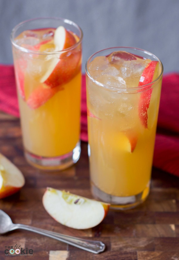 This delicious Ginger Apple Sparkling Cider is the perfect chilled drink for fall! It also has less sugar than regular sparkling cider so you can enjoy this drink during the holidays and still meet your health goals - @TheFitCookie #healthy #lowersugar #apples