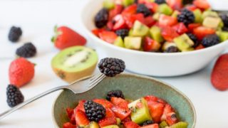 Blackberry Kiwi Fruit Salad (Paleo)