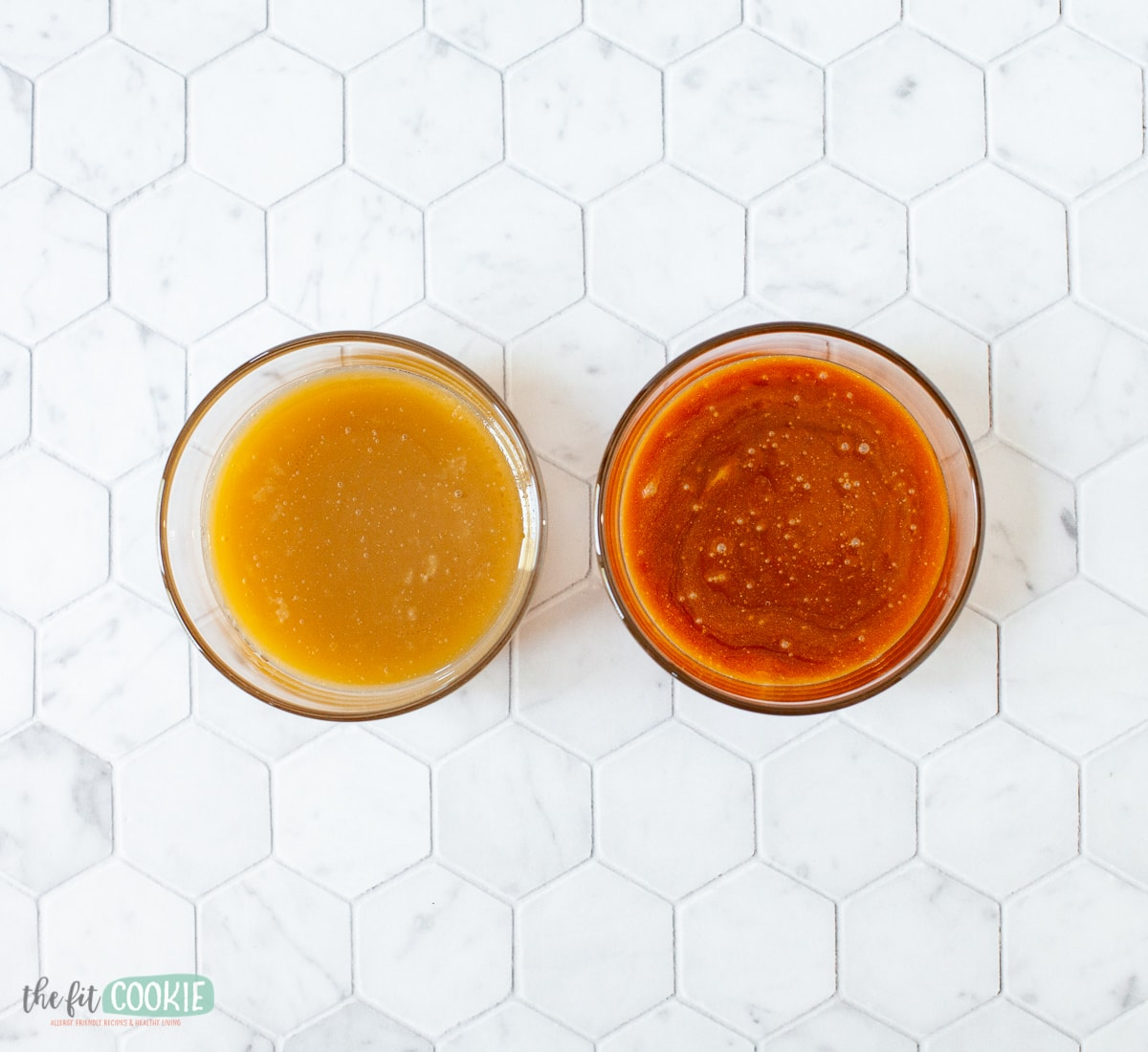 2 glass dishes of caramel sauce. Comparison between 2 types of dairy free caramel.